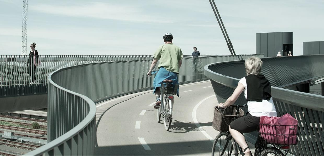 Two cyclists on the City Bridge